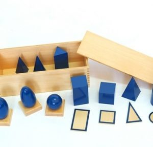 giáo cụ toán học Montessori - khối hình học màu xanh - http://thientainhi.com/danh-muc-giao-cu-toan-hoc-montessori/