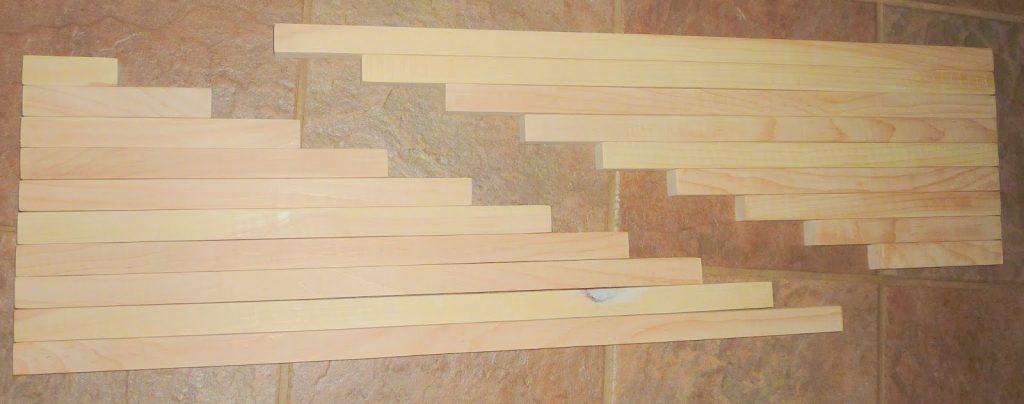 cắt gỗ thành 2 bộ làm gậy đỏ và gậy số