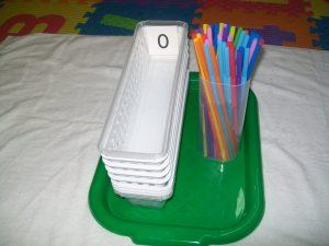 tự làm hộp que đếm montessori
