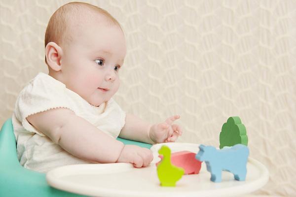 Hoạt động cho trẻ từ 4 – 12 tháng tuổi