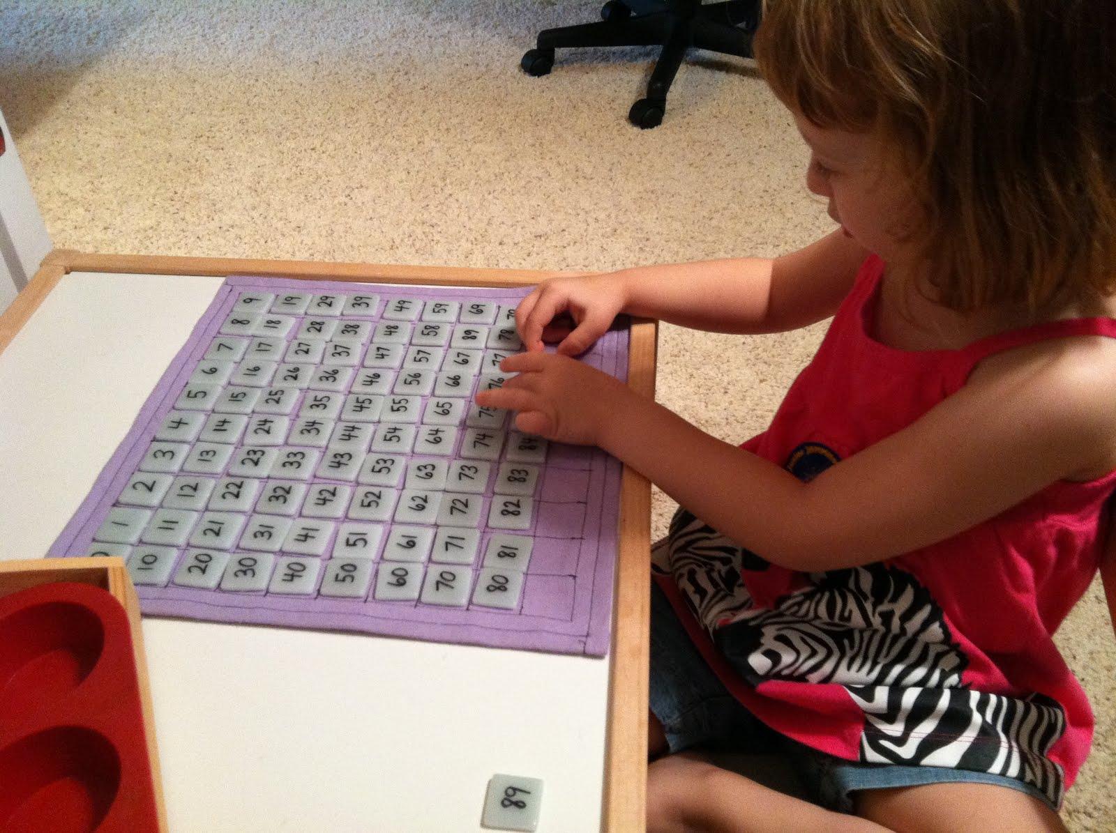 Hướng dẫn tự làm bảng 100 Montessori tại nhà