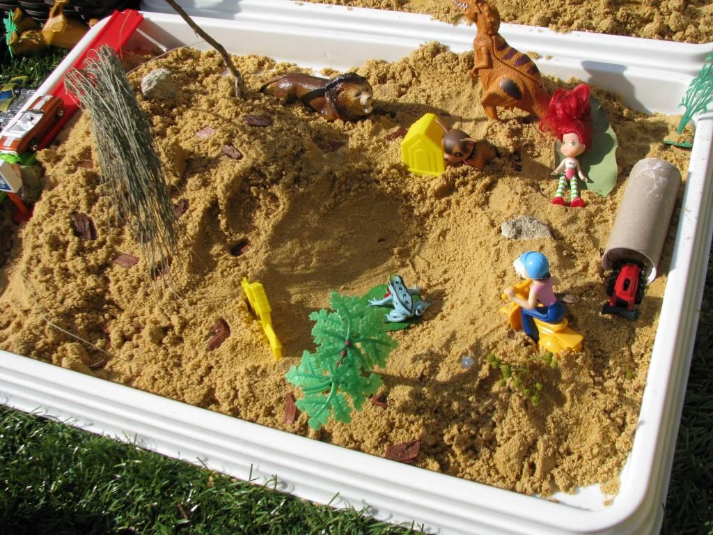 Làm học cụ Montessori: Trò chơi cảm quan với cát