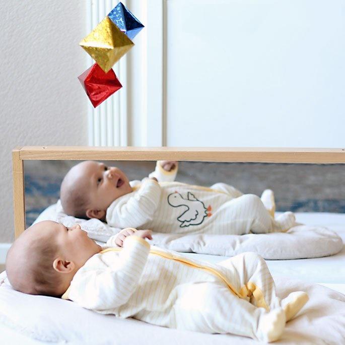 Đồ chơi chuyển động hình bát diện cho trẻ 6 tuần tuổi
